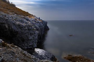 悬崖上的垂钓