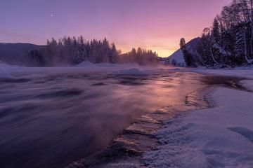 小河流水晚霞