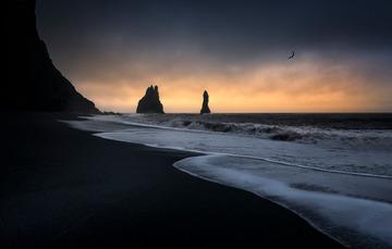 晨曦微露之冰岛黑沙滩