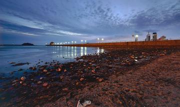 青岛傍晚的前海湾