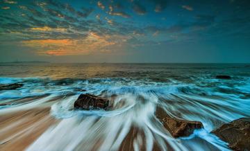 青岛清晨的细浪
