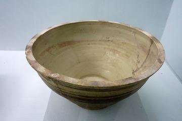 内白外褐瓷盆,西夏,宁夏银川西夏博物馆文物。