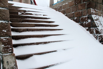 积雪覆盖下的台阶