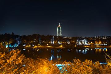 夜色中的大报恩寺塔影+南京