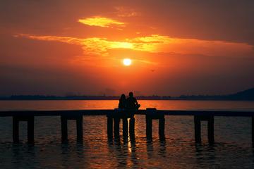日出东方,东湖之上