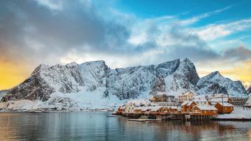 雪山下的小渔村
