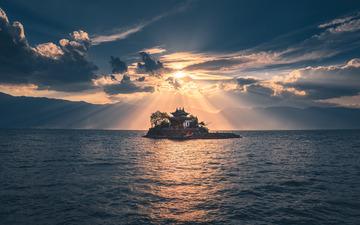 云南洱海圣光